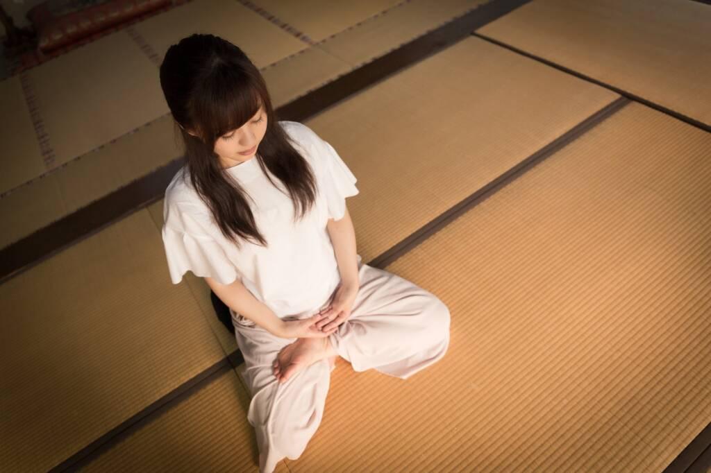 座禅をすることで色々な思考が頭を駆け巡る(伊万里市本光寺)座禅をすることで色々な思考が頭を駆け巡る(伊万里市本光寺)