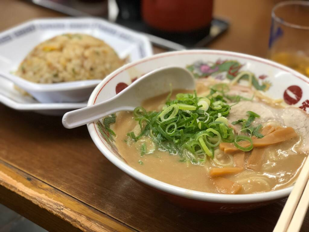 元町の天下一品にてこってりラーメンのチャーハン定食を食べました