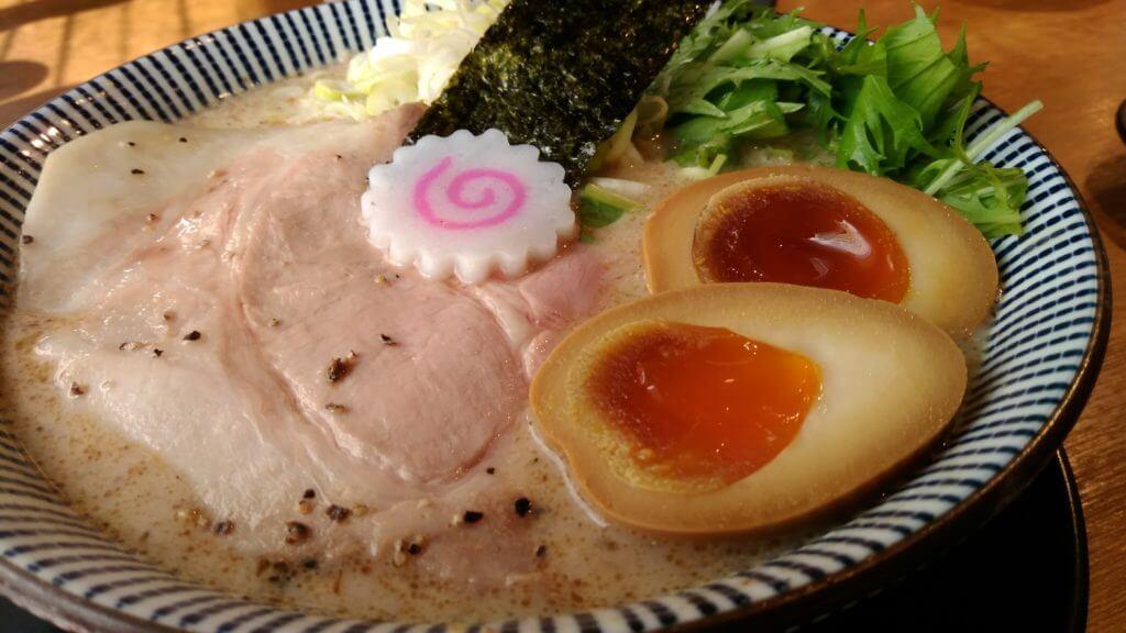 あごだしラーメン だしと麺 とろとろ鶏の鯛と魚介パンチ熟玉そば
